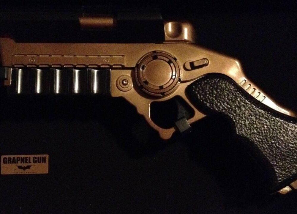 Noble Collection BATMAN BEGINS Grapnel Gun Prop Replica 1/1 Scale